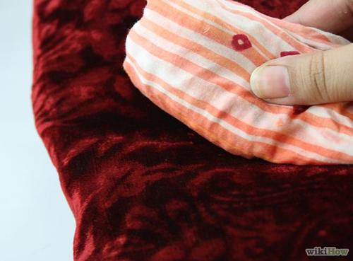 Mẹo làm sạch vết bẩn trên vải nhung khó chiều - 2