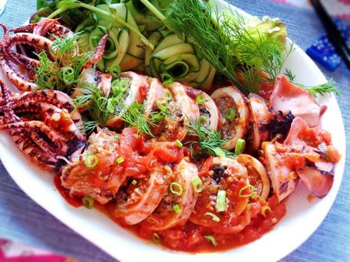 Hấp dẫn với mực nhồi thịt sốt cà chua - 7