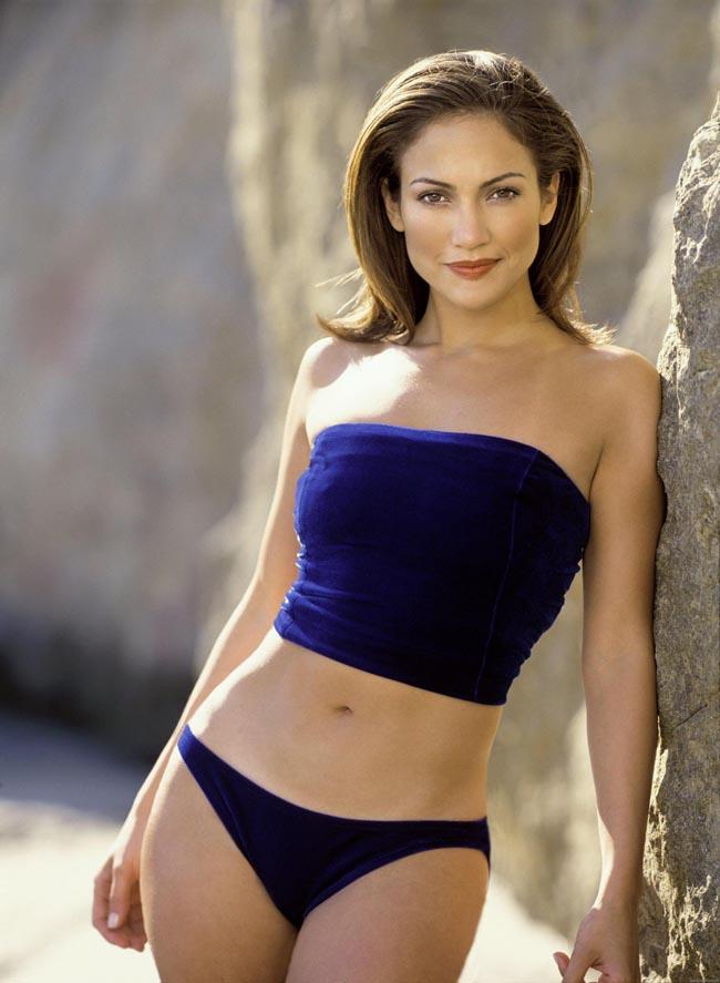 Jennifer Lopez không chỉ nổi tiếng với chất giọng khỏe khoắn, quyến rũ mà còn hút fan nhờ ngoại hình xinh đẹp, thân hình đồng hồ cát nóng bỏng.