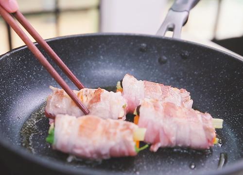 Thịt ba chỉ cuộn rau củ ngon cơm - 4