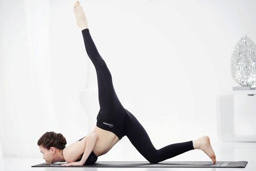 nhung tu the yoga gay choang vang cua sao viet - 10