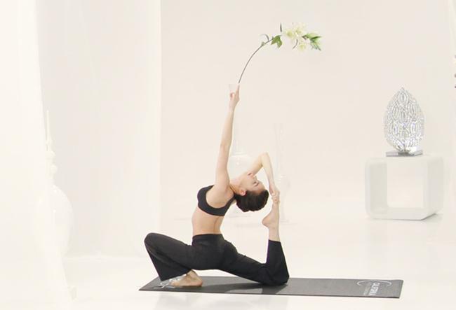 nhung tu the yoga gay choang vang cua sao viet - 8