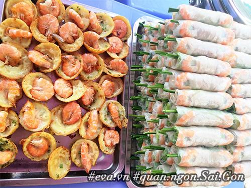 Đi ăn hàng bánh khọt vỉa hè có tôm nhảy quot;khổng lồquot; to nhất Sài Gòn - 12