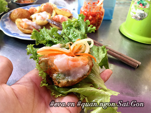 Đi ăn hàng bánh khọt vỉa hè có tôm nhảy quot;khổng lồquot; to nhất Sài Gòn - 3
