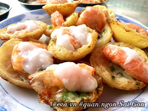 Đi ăn hàng bánh khọt vỉa hè có tôm nhảy quot;khổng lồquot; to nhất Sài Gòn - 4