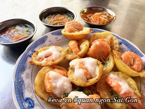 Đi ăn hàng bánh khọt vỉa hè có tôm nhảy quot;khổng lồquot; to nhất Sài Gòn - 5