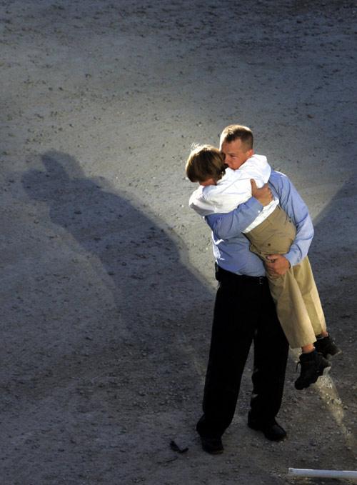 Những hình ảnh xúc động về tình yêu thương khiến ai cũng phải rơi nước mắt - 1