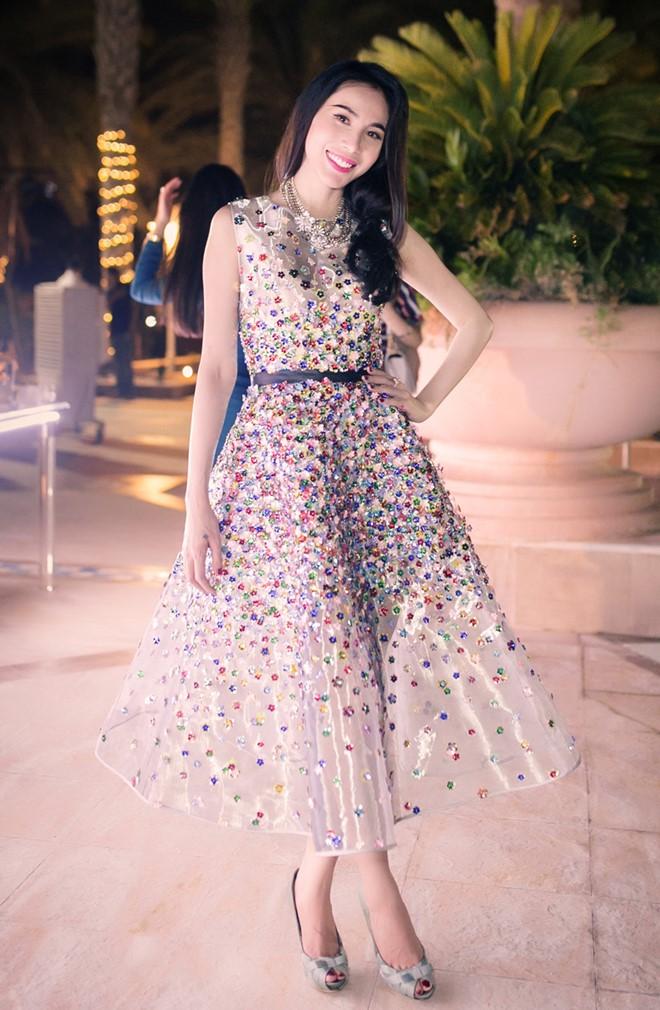 Thủy Tiên, Phạm Băng Băng rạo rực với váy hoa 3D