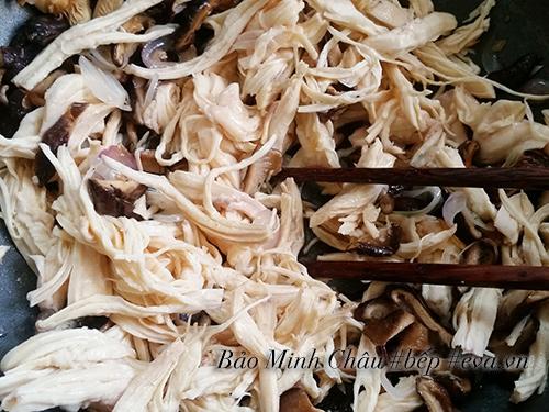 Cháo gà nấm hương bổ dưỡng cuối tuần