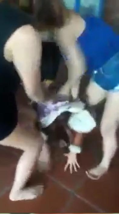 Khởi tố vụ 3 thiếu nữ lột đồ, đánh dã man cô gái - 1