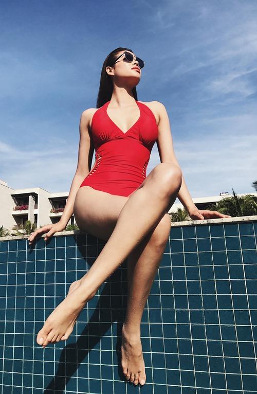 Hoa hậu phạm hương sexy nghẹt thở với vòng eo 59