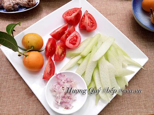 Bữa sáng nóng hổi với bún sườn chua dọc mùng | Món Miền Trung