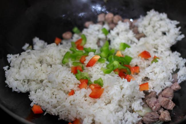 Cơm rang thịt bò đơn giản, dễ nấu mà ngon miệng cho bữa sáng - 3