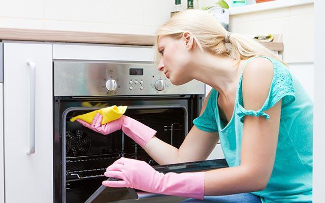 Làm sạch lò nướng bằng nguyên liệu có sẵn, đơn giản 5 phút bóng loáng - 3