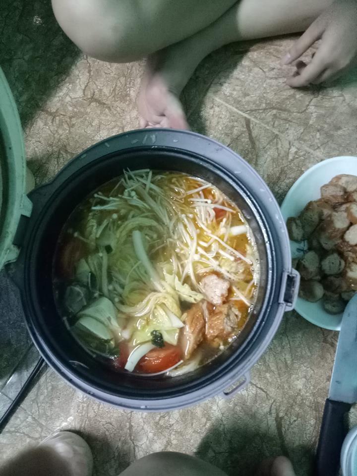 "troi lanh, sinh vien nuong tom bang quat suoi trong ky tuc, dan mang ""hoc lam gi, mau mo quan!"" - 13"