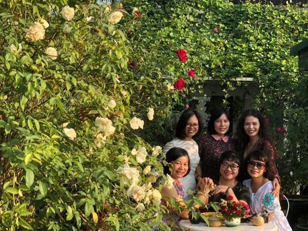 Xiêu lòng trước sân thượng rực rỡ hoa hồng của bà mẹ ở Hà Nội - 12