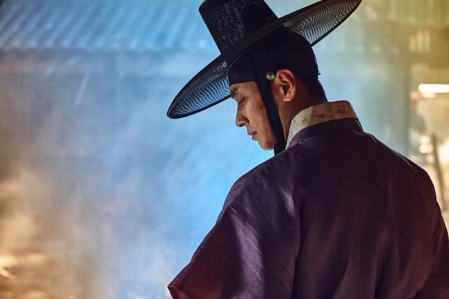 """phim """"tram ty"""" han quoc 2019: mong nhat canh khoa than tao bao cua song joong ki - 3"""