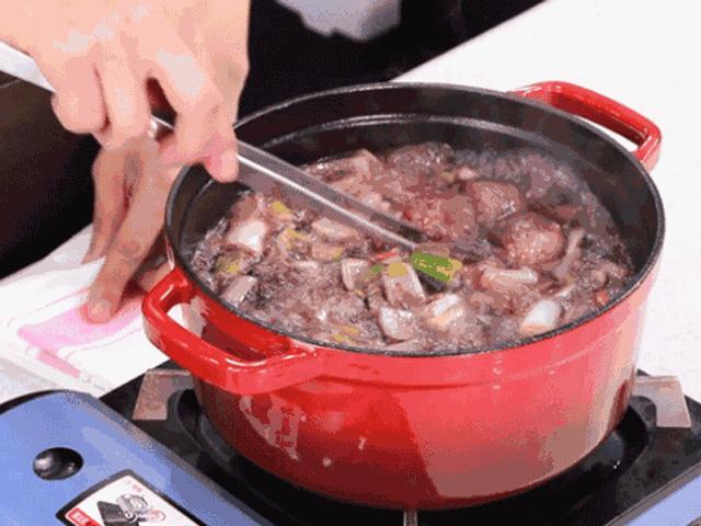 Đầu bếp 5 sao tiết lộ, cho thêm 2 thứ này, món thịt hầm ngon hơn bao giờ hết