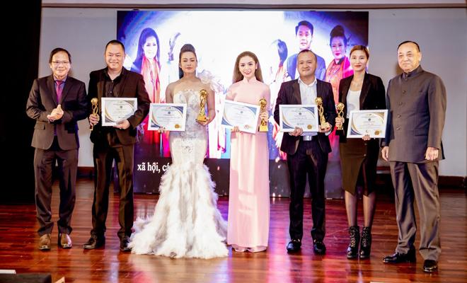 """ceo queenie group vinh du nhan giai thuong """"doanh nhan xuat sac chau a – thai binh duong 2018"""" - 1"""