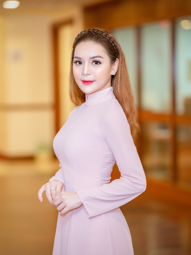 """ceo queenie group vinh du nhan giai thuong """"doanh nhan xuat sac chau a – thai binh duong 2018"""" - 2"""