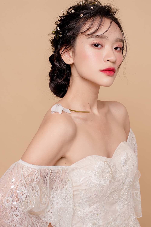 nam 2019, khang dinh trang diem trong suot luon la xu huong duoc cac co dau yeu thich - 10