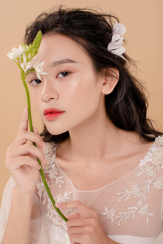 nam 2019, khang dinh trang diem trong suot luon la xu huong duoc cac co dau yeu thich - 4