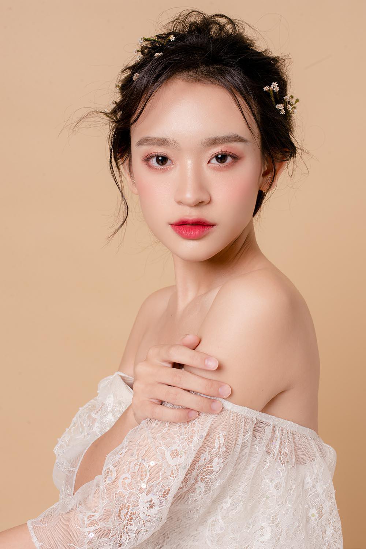 nam 2019, khang dinh trang diem trong suot luon la xu huong duoc cac co dau yeu thich - 8