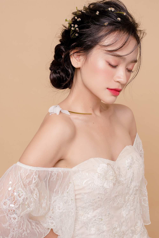 nam 2019, khang dinh trang diem trong suot luon la xu huong duoc cac co dau yeu thich - 9