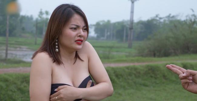 """hai tet lo lang: chan dai bi xe ao, hot girl mac noi y khoe vong 1 """"ngon ngon"""" - 1"""
