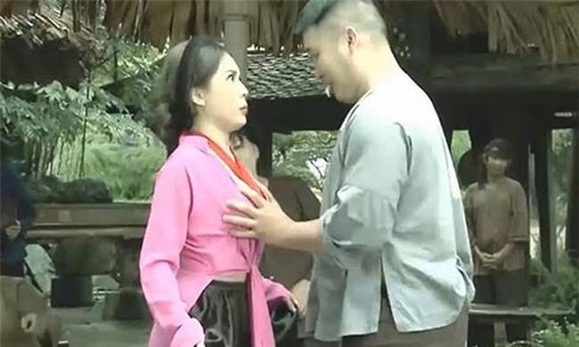 """hai tet lo lang: chan dai bi xe ao, hot girl mac noi y khoe vong 1 """"ngon ngon"""" - 8"""