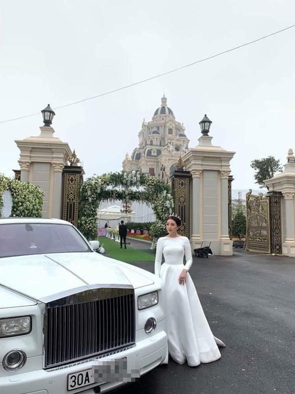 Đám cưới được bố vợ tặng 200 cây vàng: Choáng ngợp cảnh tượng bên trong lâu đài nhà cô dâu - 1
