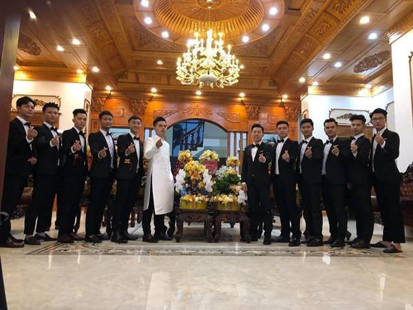 Đám cưới được bố vợ tặng 200 cây vàng: Choáng ngợp cảnh tượng bên trong lâu đài nhà cô dâu - 2