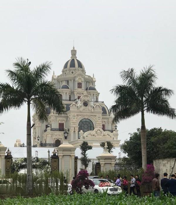 Đám cưới được bố vợ tặng 200 cây vàng: Choáng ngợp cảnh tượng bên trong lâu đài nhà cô dâu - 5