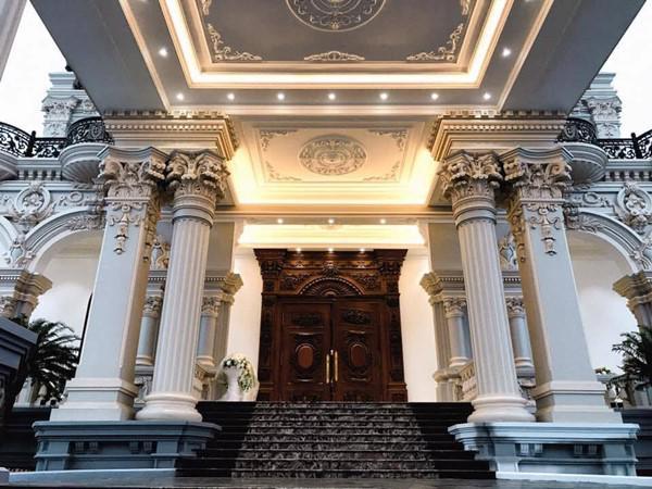 Đám cưới được bố vợ tặng 200 cây vàng: Choáng ngợp cảnh tượng bên trong lâu đài nhà cô dâu - 7
