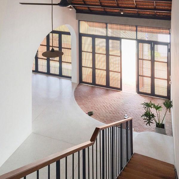 Biệt thự mái ngói ở TP.HCM gợi ý kiến trúc mới mẻ cho những căn nhà phố - 12