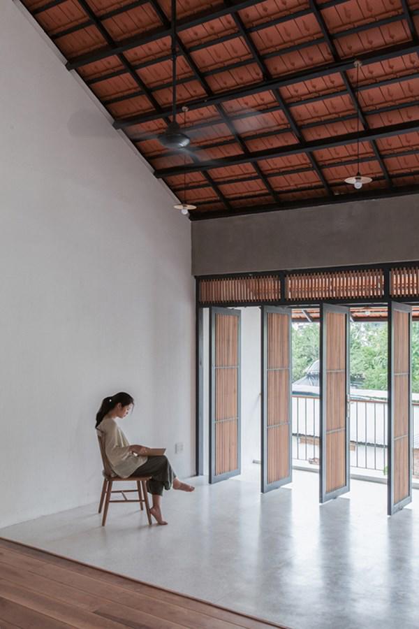 Biệt thự mái ngói ở TP.HCM gợi ý kiến trúc mới mẻ cho những căn nhà phố - 13