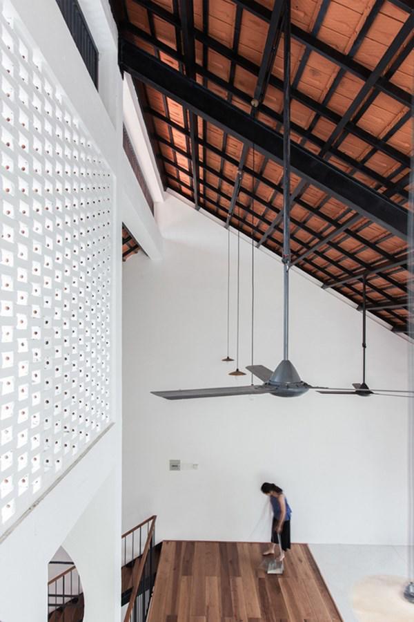 Biệt thự mái ngói ở TP.HCM gợi ý kiến trúc mới mẻ cho những căn nhà phố - 14