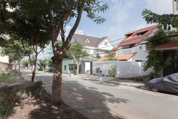 Biệt thự mái ngói ở TP.HCM gợi ý kiến trúc mới mẻ cho những căn nhà phố - 3