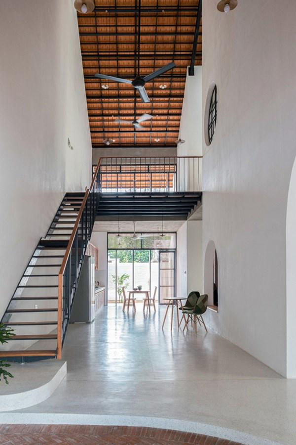 Biệt thự mái ngói ở TP.HCM gợi ý kiến trúc mới mẻ cho những căn nhà phố - 7