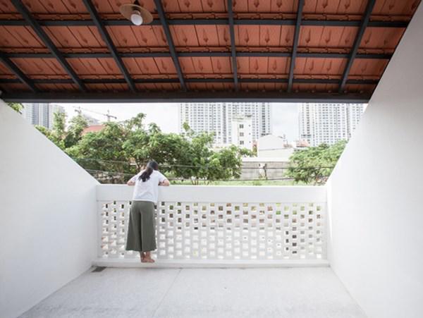 Biệt thự mái ngói ở TP.HCM gợi ý kiến trúc mới mẻ cho những căn nhà phố - 9