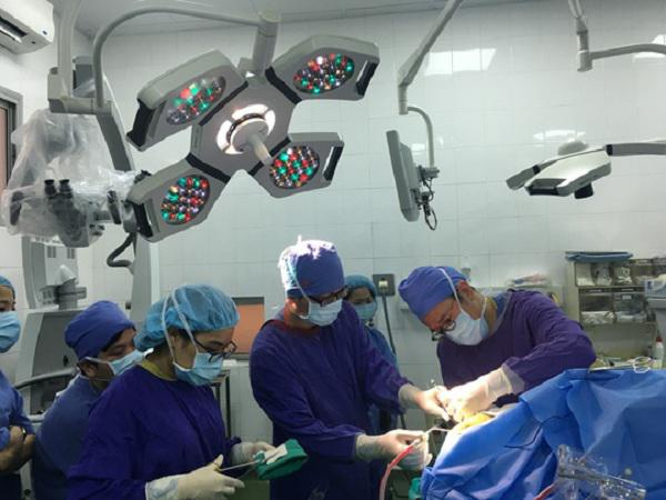 """Lần đầu tiên tại Việt Nam, bệnh nhân vừa mổ u não vừa hát """"Quốc ca"""" trong phòng phẫu thuật"""
