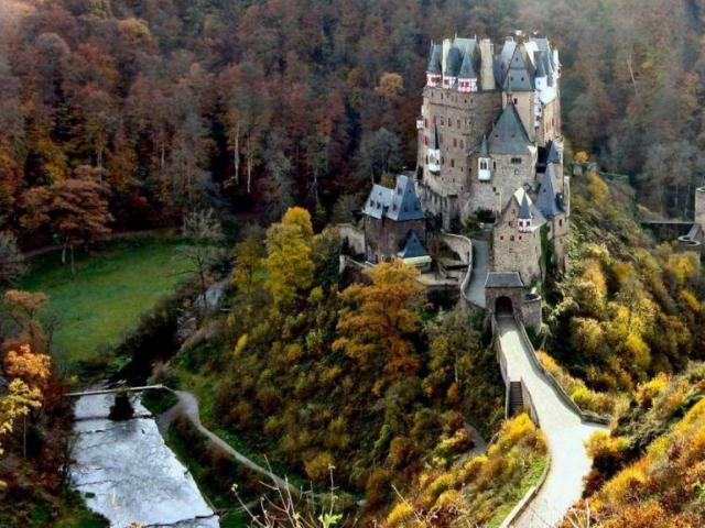 Đến Hamburg, cùng mục sở thị tòa lâu đài nổi tiếng số 1 thế giới