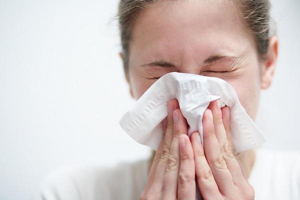 Từ hai trường hợp nguy kịch khi mắc cúm, chuyên gia cảnh báo các biểu hiện cần đến viện ngay - Ảnh minh hoạ 2