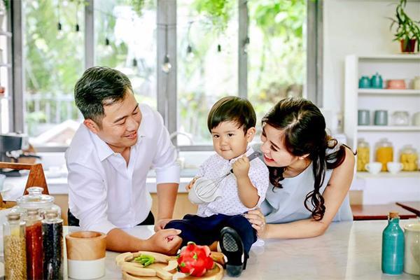 song kin tieng voi chong doanh nhan, a hau kieu khanh lai khong he giau chuyen 2 lan bau bi - 8