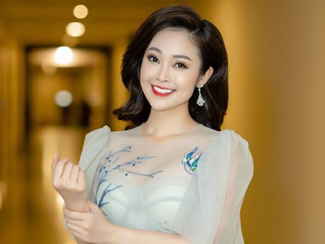 Xinh đẹp và gợi cảm, MC Thùy Linh tự nhận vẫn chưa tìm được một nửa ở tuổi 32