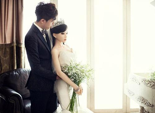 Đám cưới kỳ quặc, chuyện lạ quanh ta, Đám cưới với búp bê