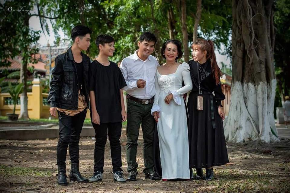 Lộ diện vợ và 3 con lớn phổng phao của ca sĩ đình đám một thời Chế Thanh - 4