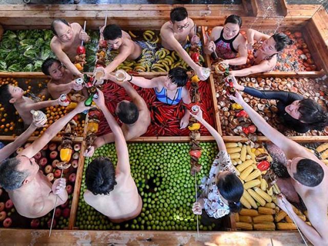 Thử lẩu người tại bể bơi nước nóng dị nhất thế giới