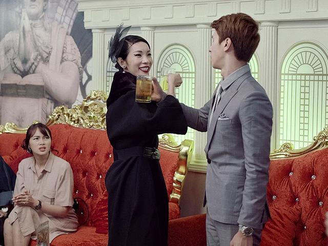 Uống bia giao bôi cùng sếp lố Xuân Lan, bạn trai Á hậu Phương Nga say bất tỉnh nhân sự