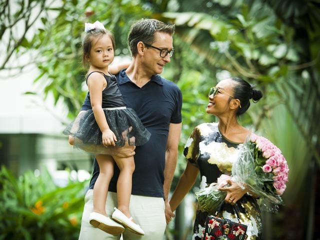 Nhờ đâu ca sĩ nhỏ bé Đoan Trang cưa đổ chồng Tây cao 1m9 lại tâm lý, chiều chuộng?
